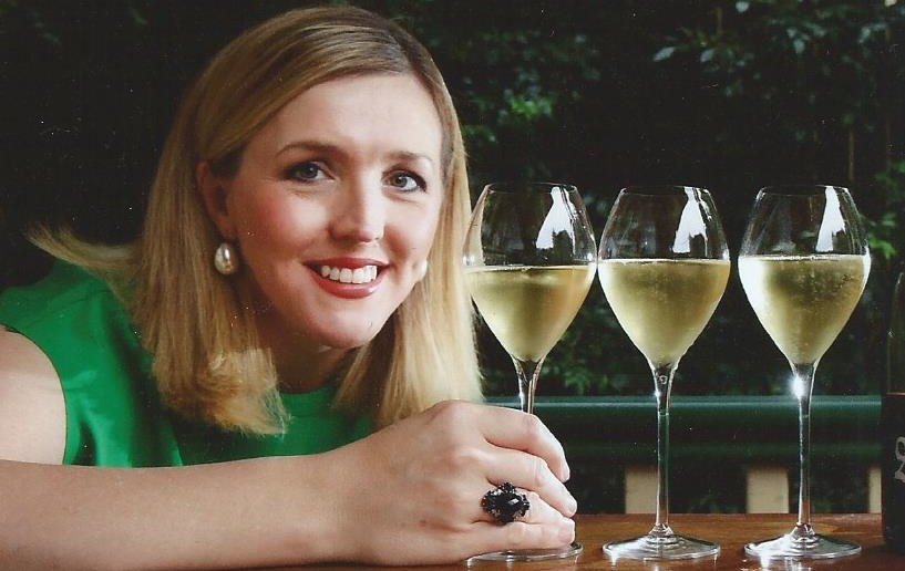 sara-underdown-with-champagne-glasses0002