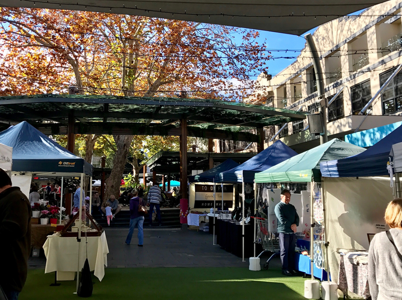 market autumn plaza